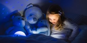 What kind of a night light goes well in the child's bedroom?